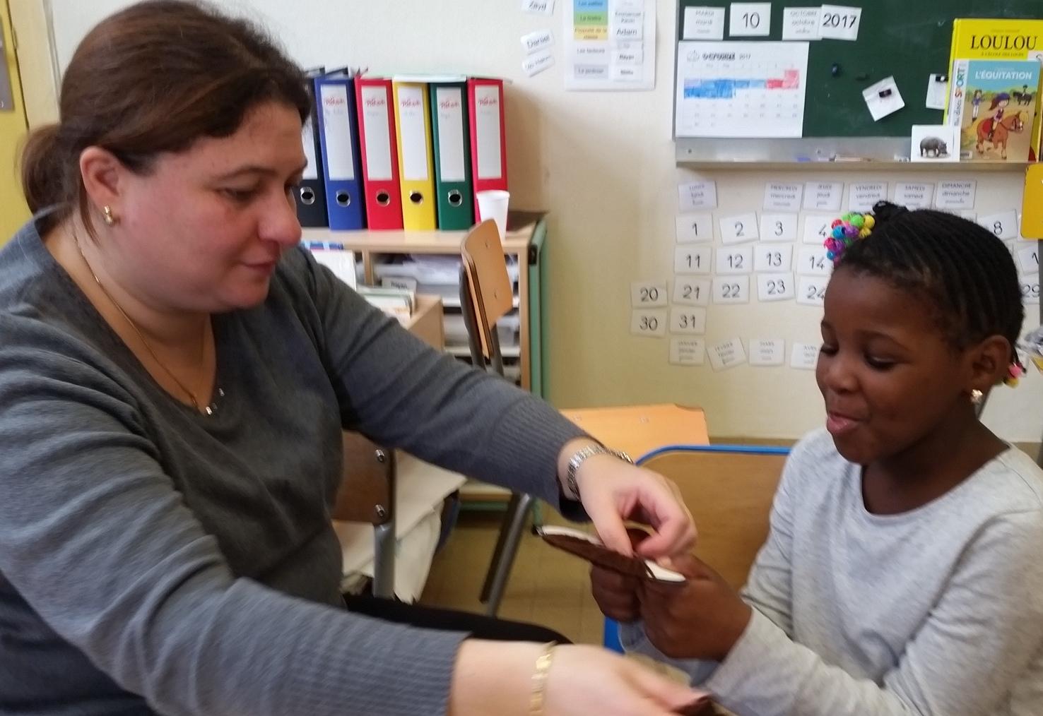 Hourdia, auxiliaire de vie scolaire aide Assa