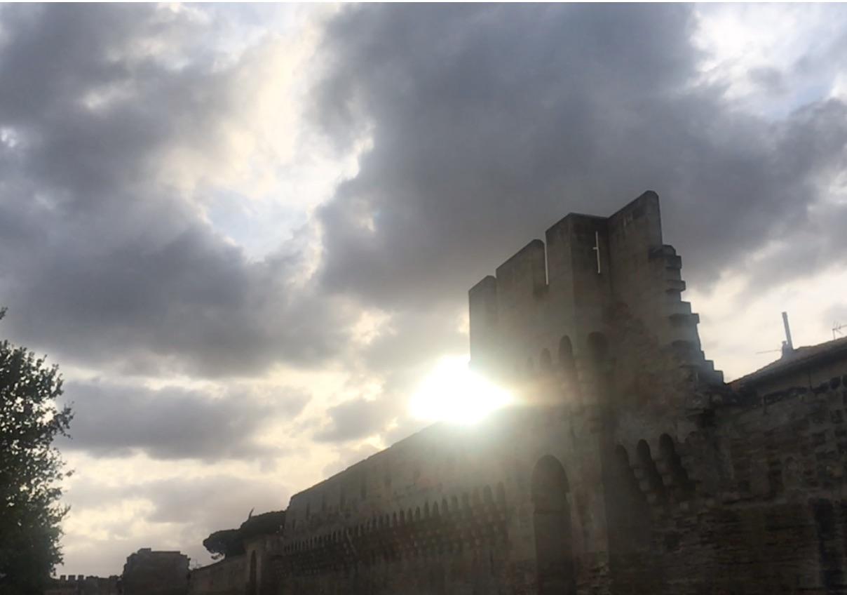 Les remparts d'Avignon au coucher du soleil